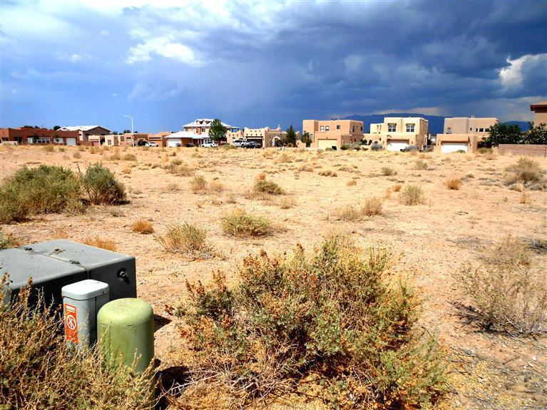 6210 Tesuque Drive NW, Albuquerque, NM 87120