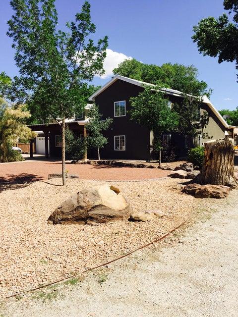 926 Pueblo Solano Road NW, Los Ranchos, NM 87107