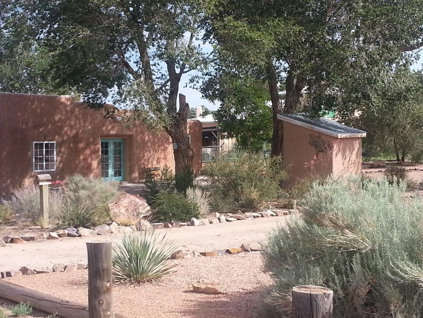 2 LLANITO Road, Bernalillo, NM 87004