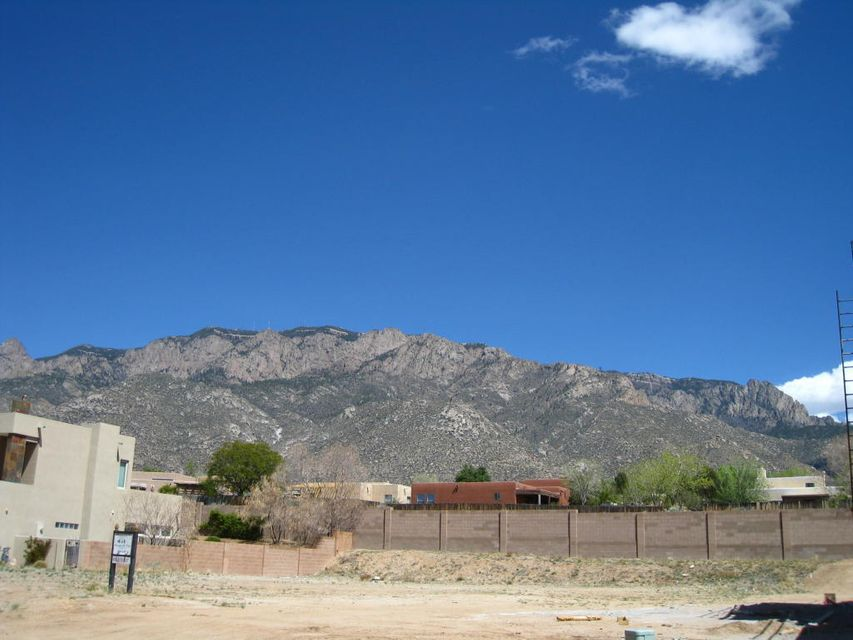 8808 Gypsy Drive NE, Albuquerque, NM 87122