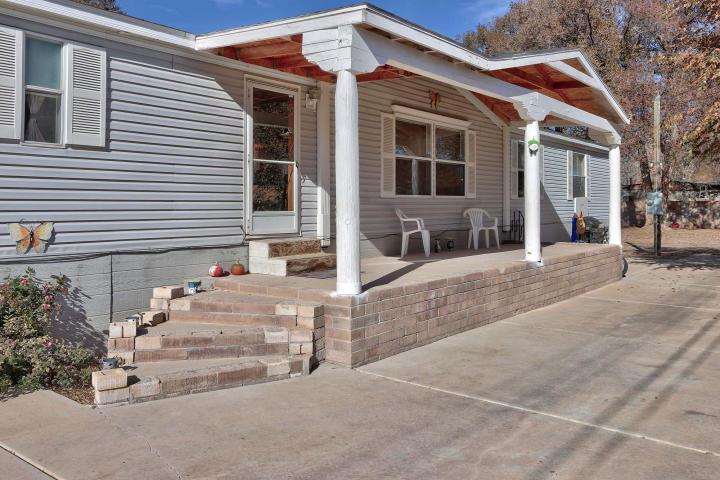 452 Kingsbury Circle, Los Lunas, NM 87031