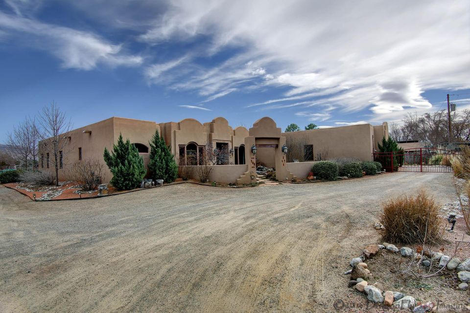 208 Nico Trail NW, Los Ranchos, NM 87114