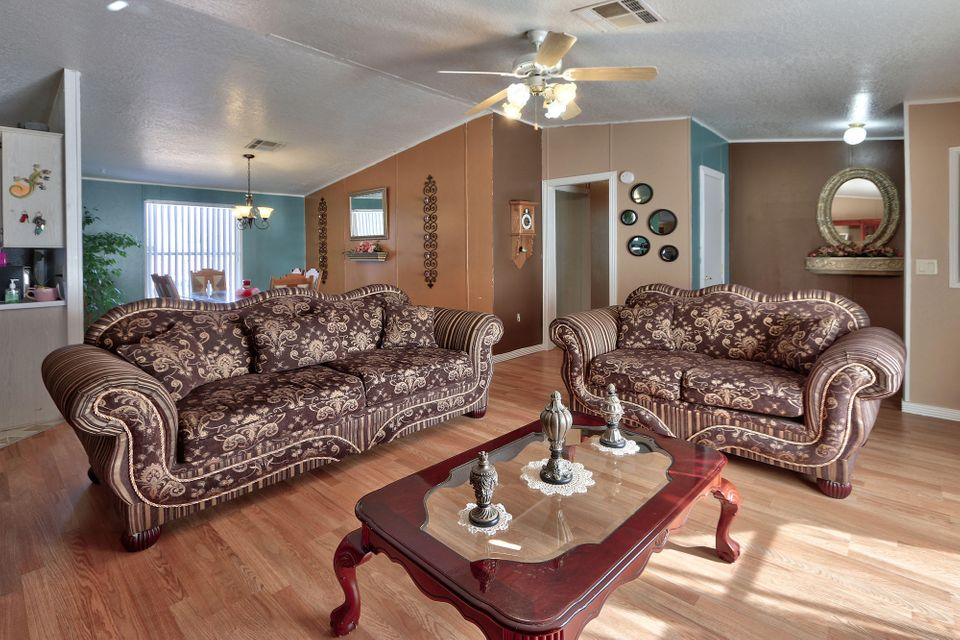 1 Songbird Lane, Los Lunas, NM 87031