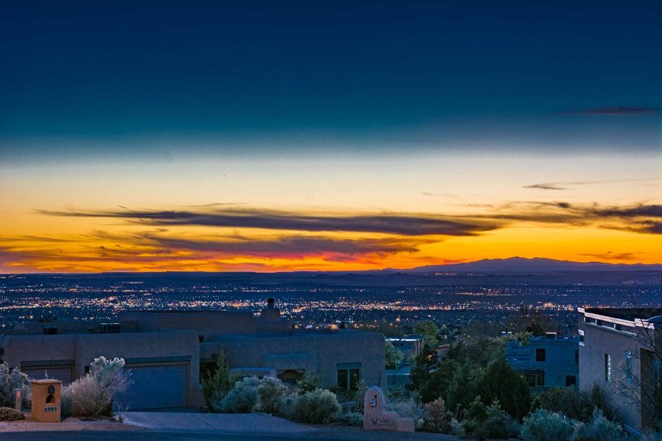 4904 Cresta Del Sur Court NE, Albuquerque, NM 87111