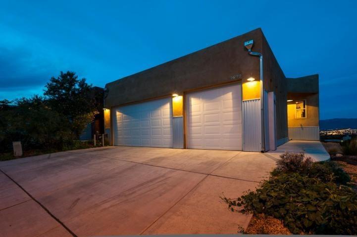 $319,900 - 3Br/3Ba -  for Sale in Tract A Vista Magnifica Sub, Albuquerque