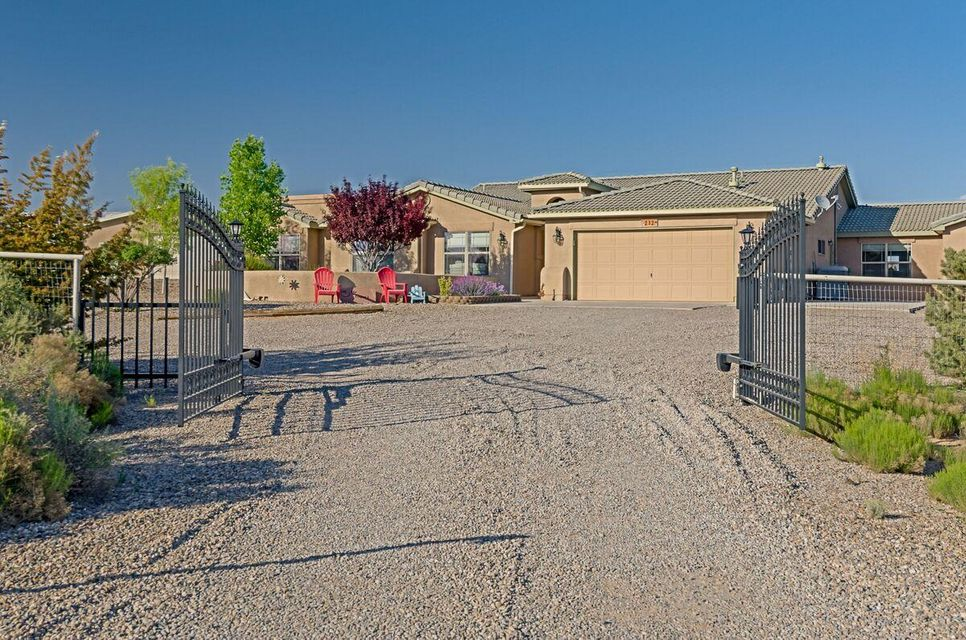 212 Aldaba Circle NE, Rio Rancho, NM 87124