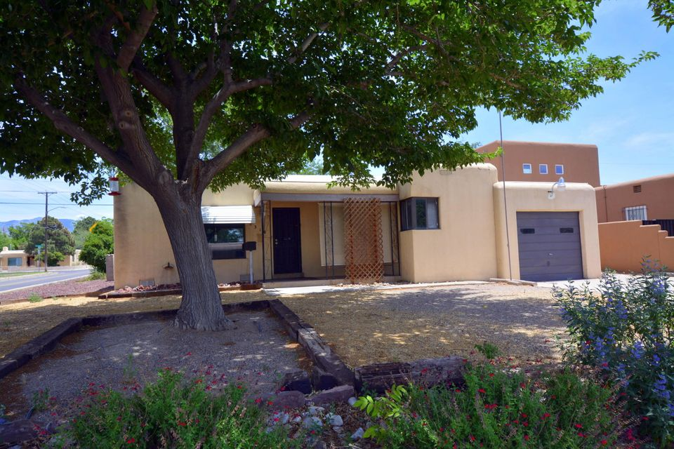 318 Valencia Drive NE, Albuquerque, NM 87108