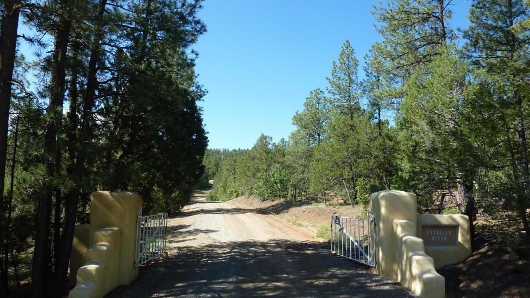 26 Estrella Vista Drive, Tijeras, NM 87059