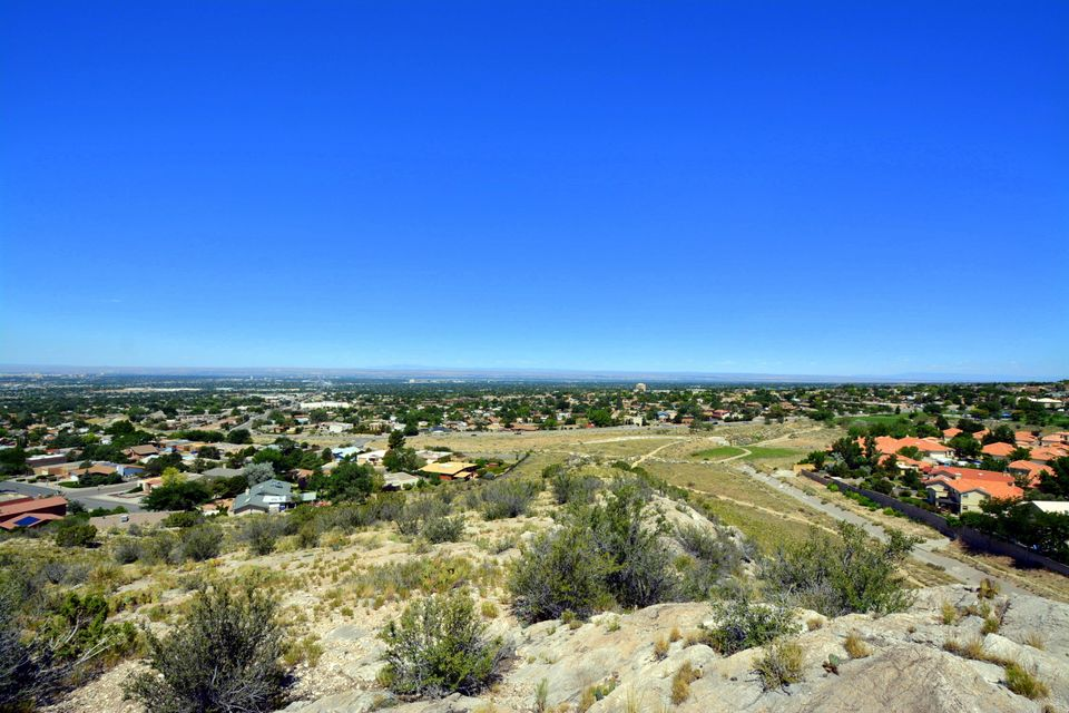 1209 Loma De Caliza NE, Albuquerque, NM 87123