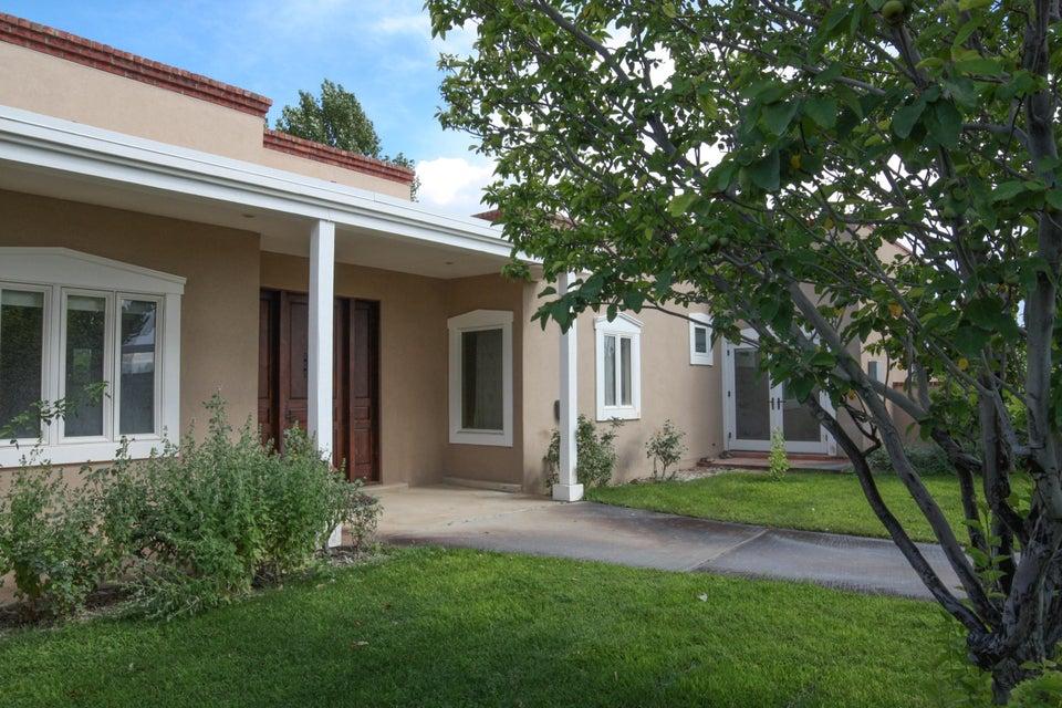 103 Calle Contenta, Corrales, NM 87048