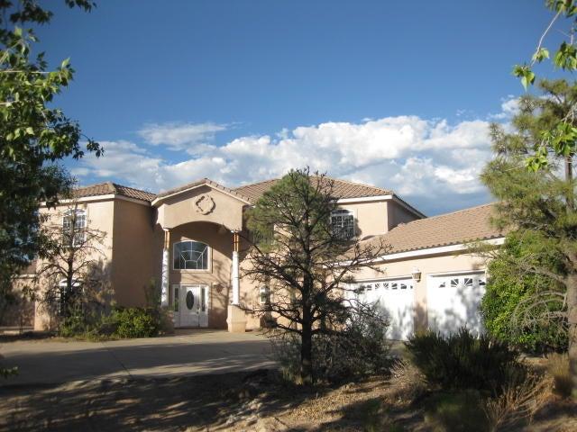 4000 Rancho Grande Place NW, Albuquerque, NM 87120