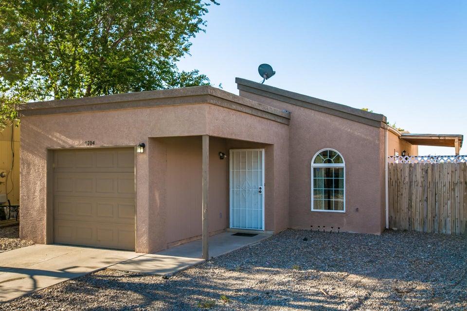 9704 Vista Manzano Avenue SW, Albuquerque, NM 87121