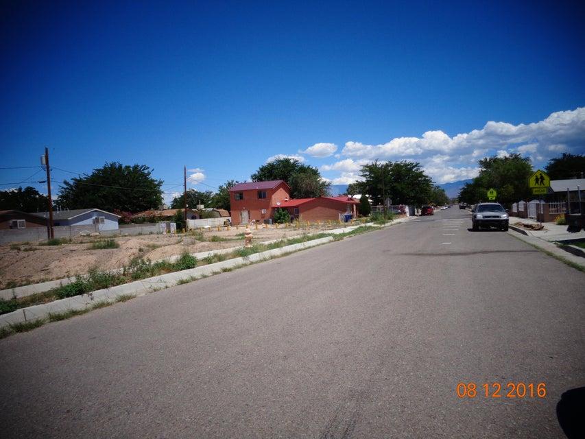 6425 DENNISON Road SW, Albuquerque, NM 87121