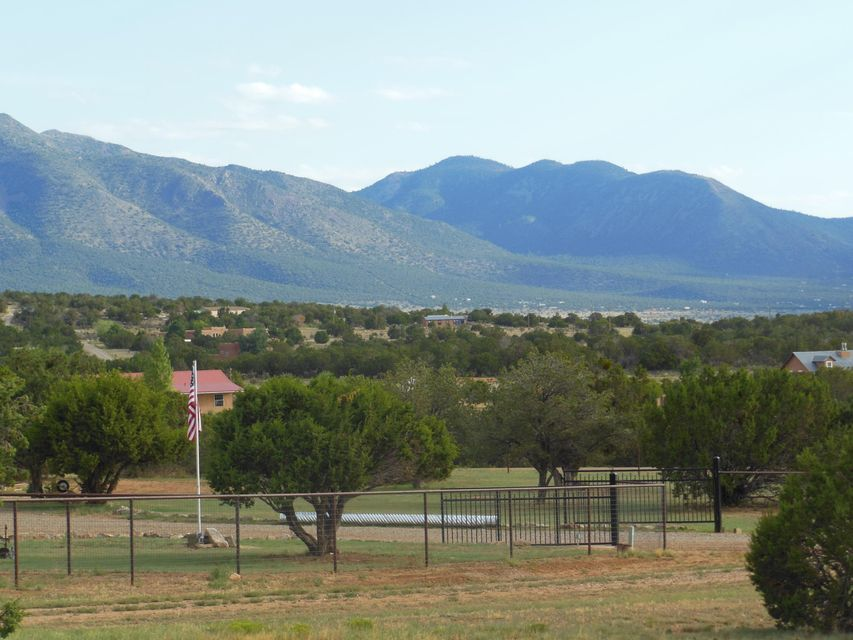 205 SQUARE H Road, Edgewood, NM 87015