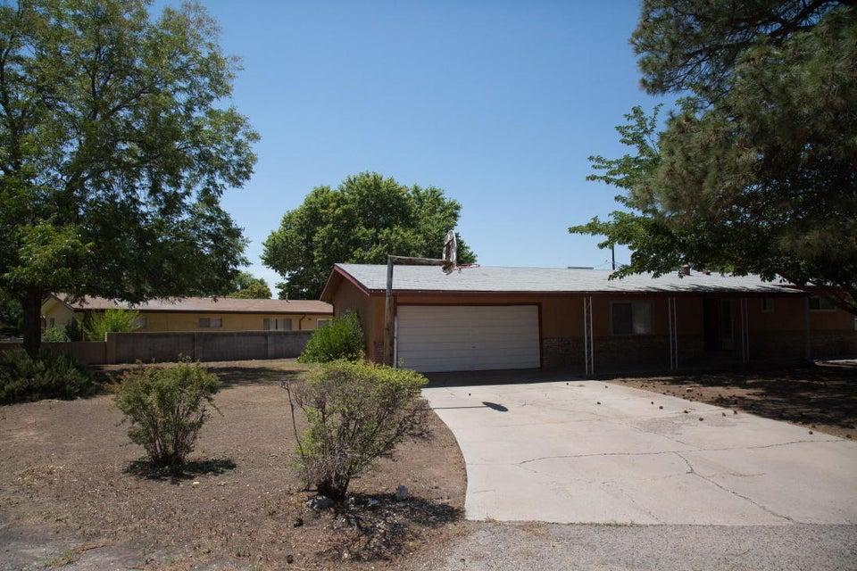 300 Enchanted Valley Road NW, Los Ranchos, NM 87107