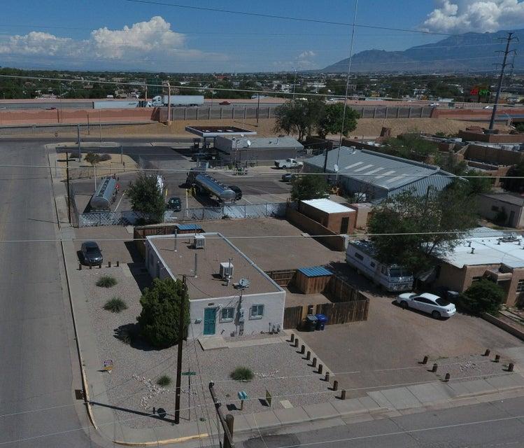 631 Mcknight Avenue NW, Albuquerque, NM 87102