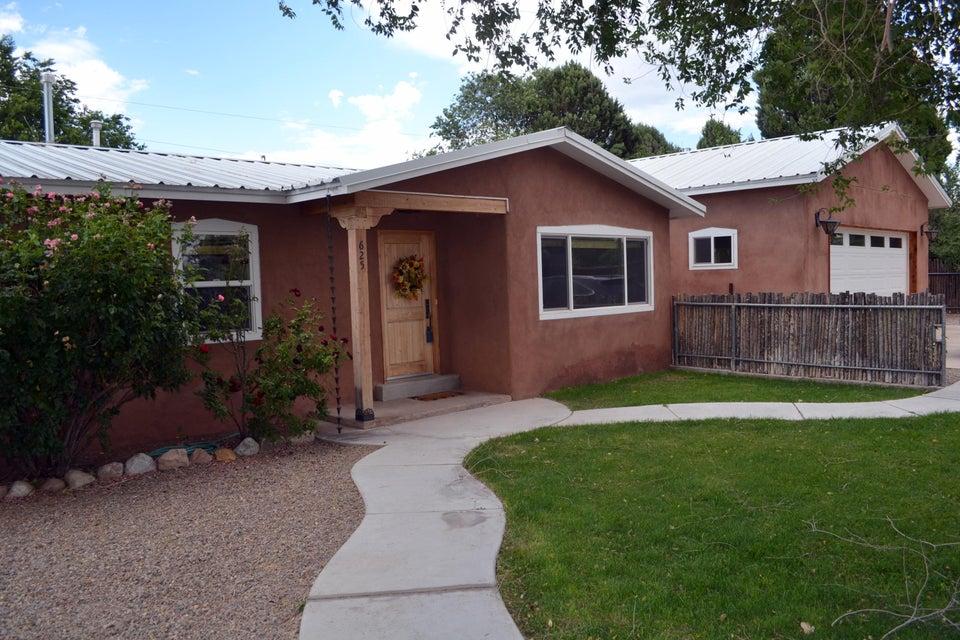 625 Sandia View Road NW, Los Ranchos, NM 87107