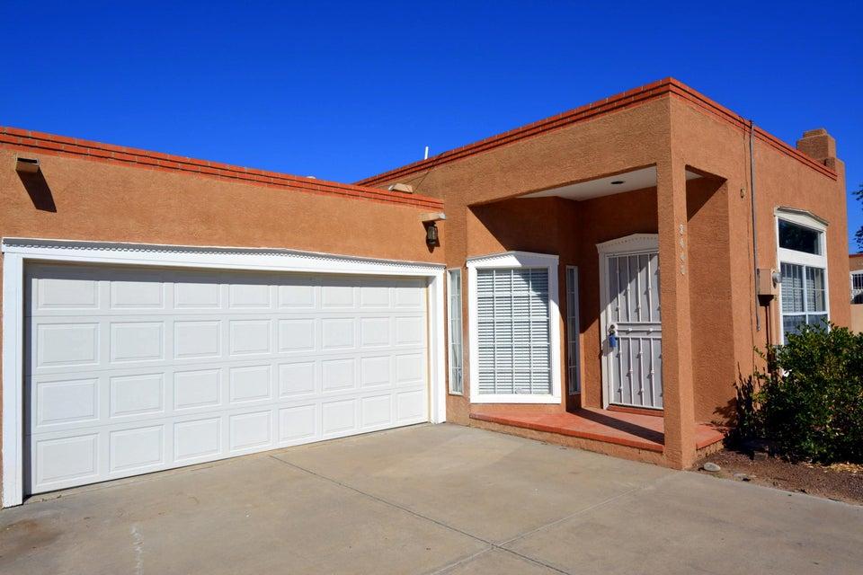 2448 Plaza Vizcaya NW, Albuquerque, NM 87104