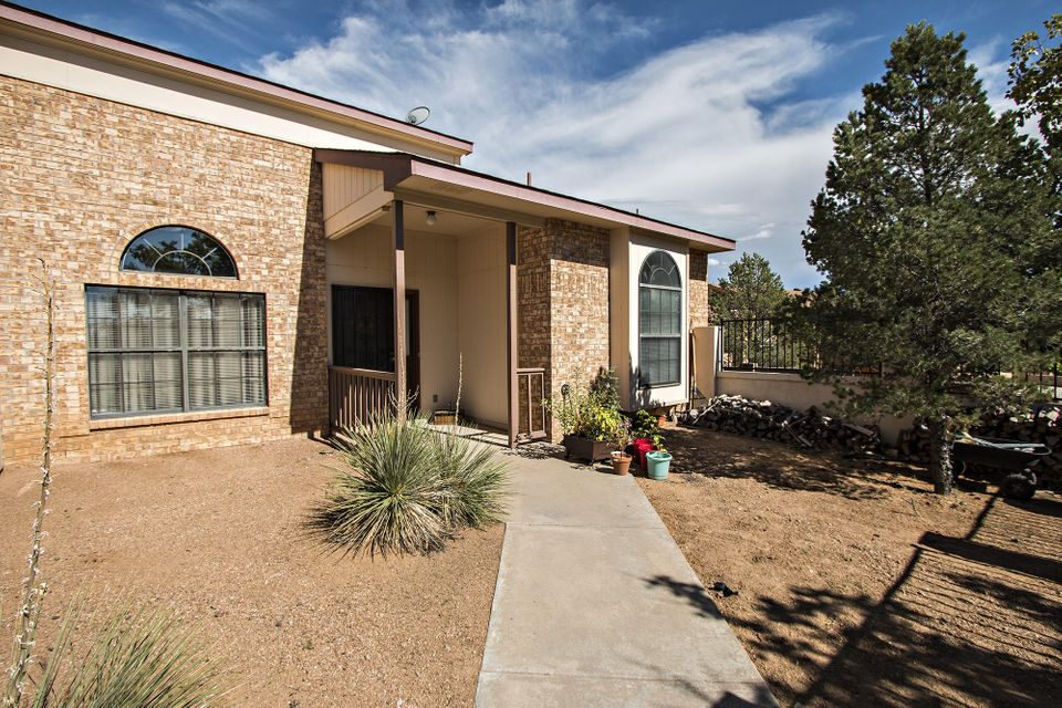 1744 Hudson River Road NE, Rio Rancho, NM 87144