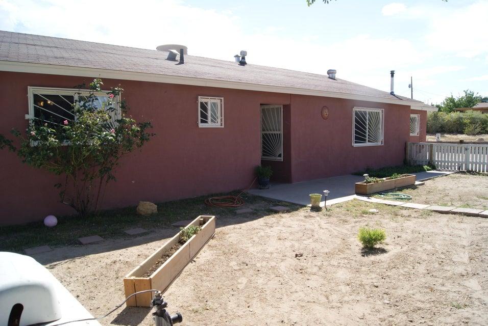 5612 Sand Hill Avenue SW, Albuquerque, NM 87121