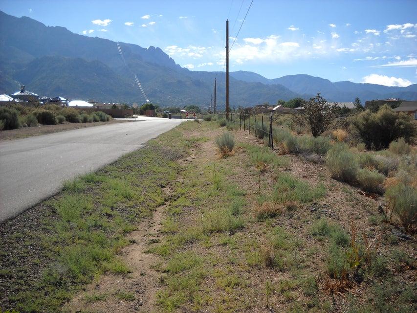 11502 Elena Drive NE, Albuquerque, NM 87122
