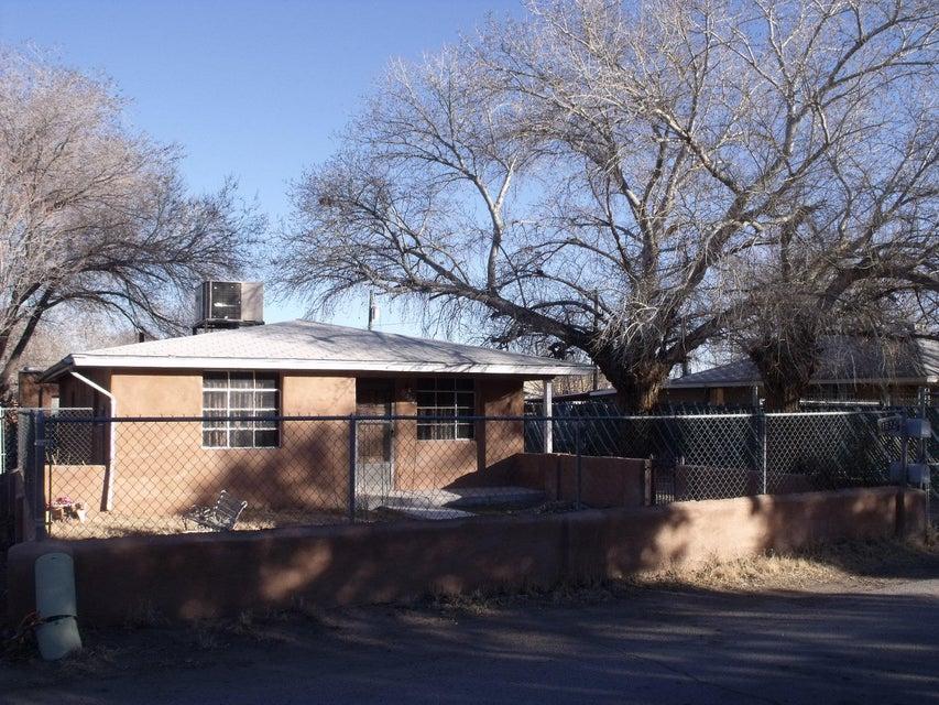 1632 Evergreen Street SW, Albuquerque, NM 87105