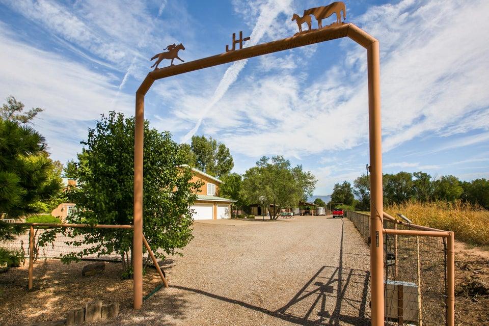 8714 Rio Grande Boulevard, Los Ranchos, NM 87114