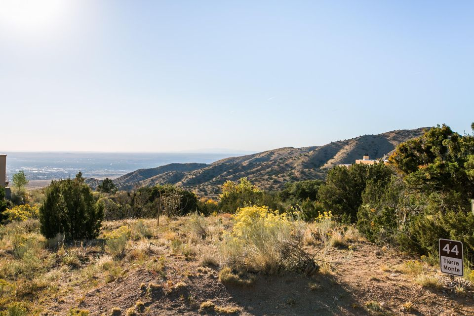 44 Tierra Monte Drive NE, Albuquerque, NM 87122