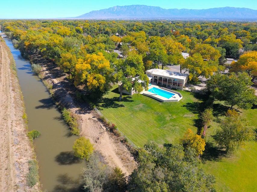 4124 Dietz Farm Circle, Los Ranchos, NM 87107