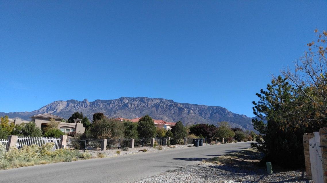 10104 San Bernardino Drive NE, Albuquerque, NM 87122