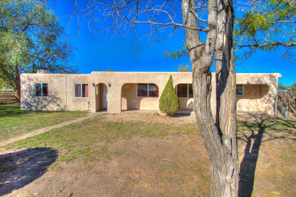 609 Abbie Lane SW, Albuquerque, NM 87105