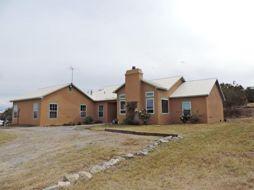 54 Anne Pickard Loop, Tijeras, NM 87059