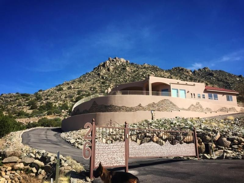 26 Desert Sky Road, Albuquerque, NM 87123