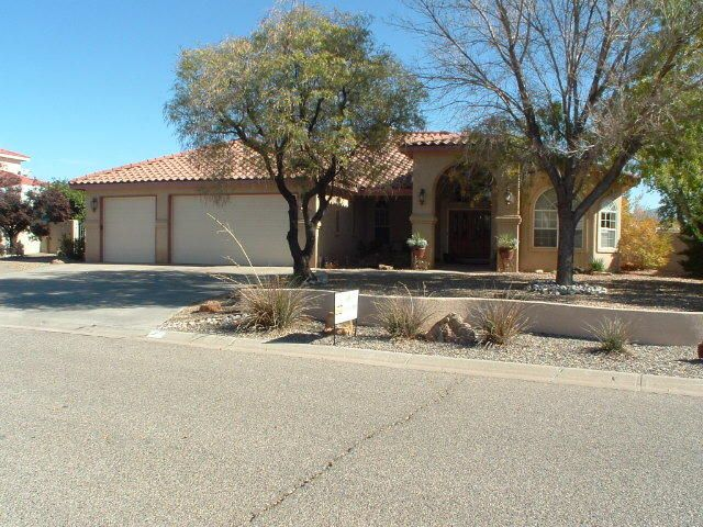 672 FAIRWAY Loop SE, Rio Rancho, NM 87124