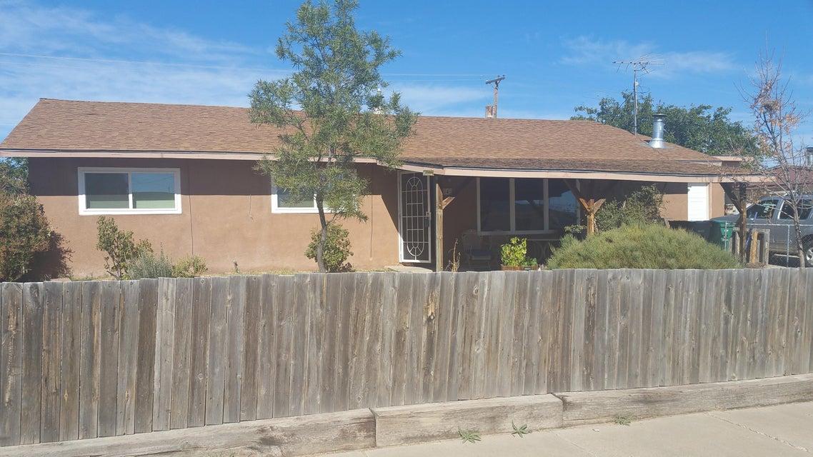 4 Lost Horizon NW, Albuquerque, NM 87121