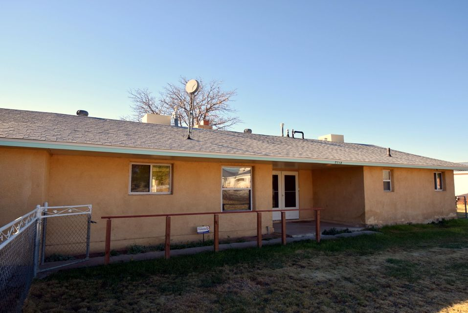 2718 Valle Grande Road SW, Albuquerque, NM 87105