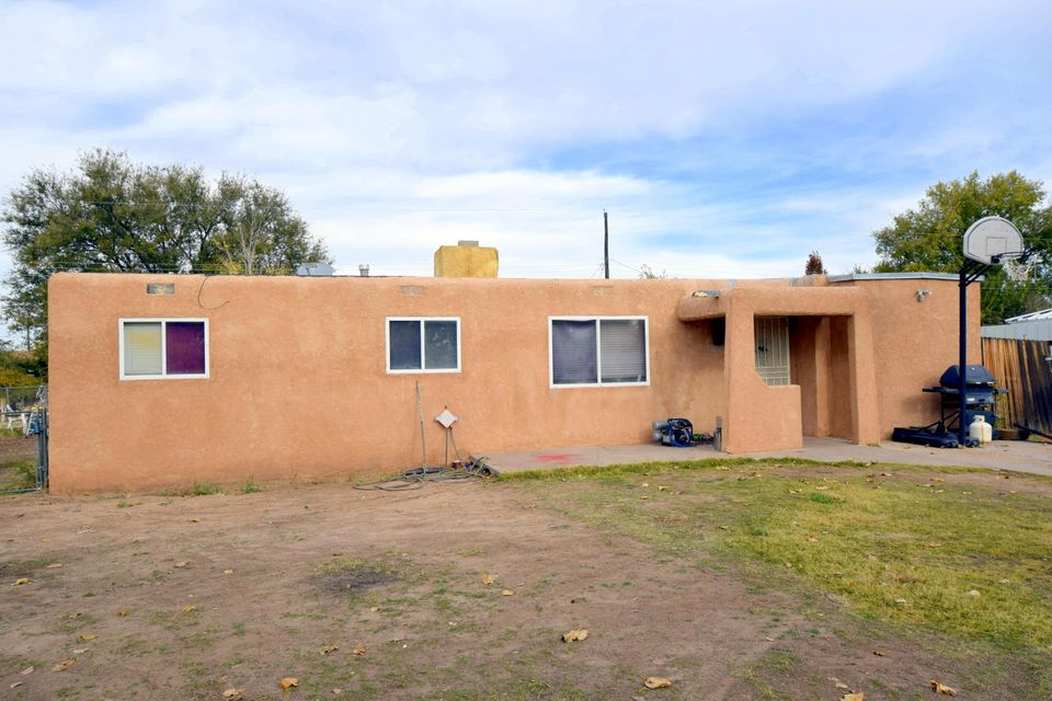 3933 Clinton Boulevard, Albuquerque, NM 87105