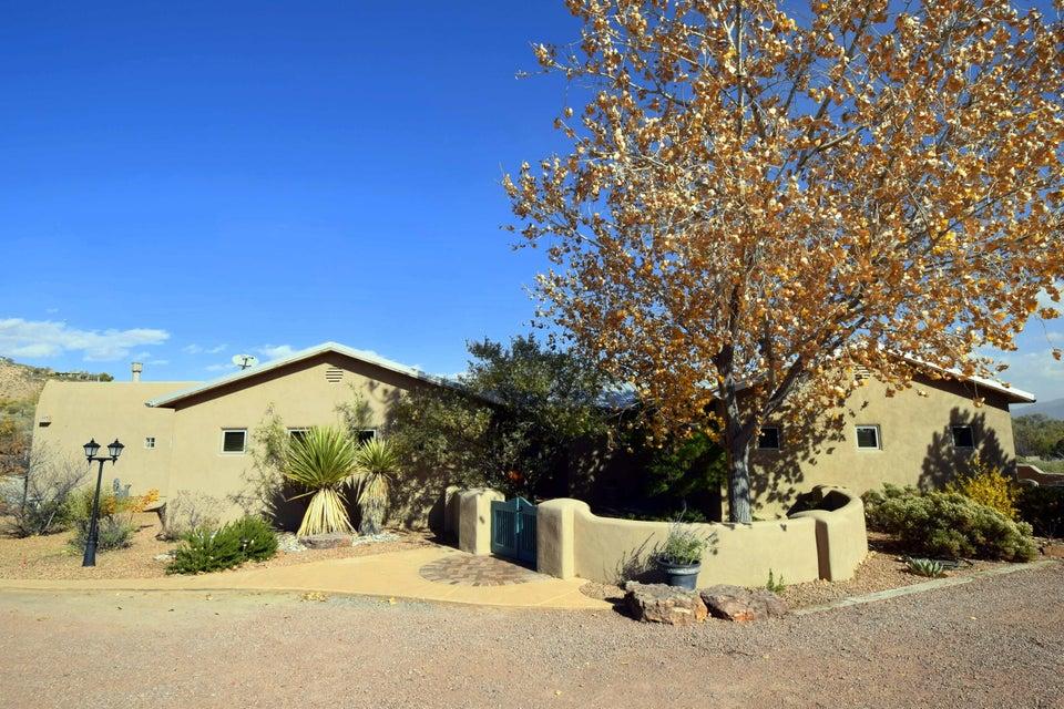 1334 W La Entrada, Corrales, NM 87048
