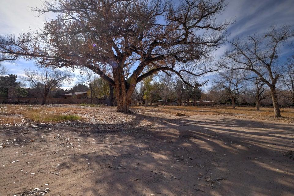 8721 Rio Grande Boulevard NW, Los Ranchos, NM 87114