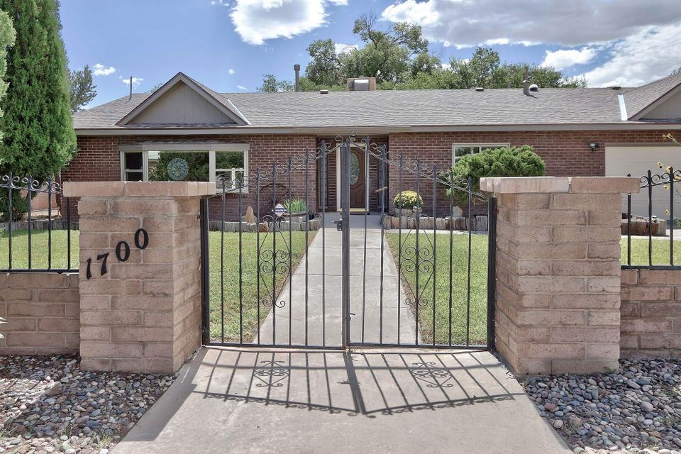 1700 Cherokee Road NW, Albuquerque, NM 87107