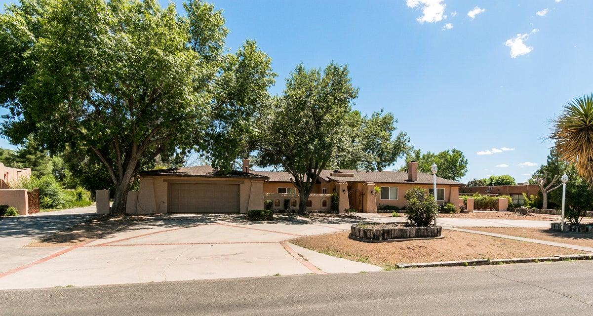 2024 Calle Pajaro Azul NW, Albuquerque, NM 87120