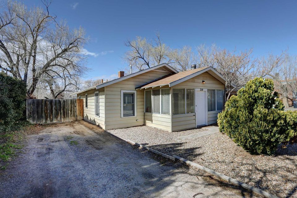 319 Girard,Albuquerque,New Mexico,United States 87106,2 Bedrooms Bedrooms,1 BathroomBathrooms,Residential,Girard,881496