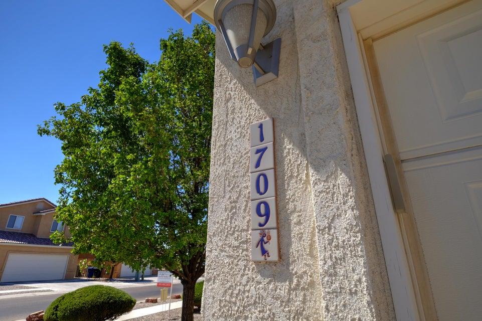 1709 Avenida Real NW, Albuquerque, NM 87105