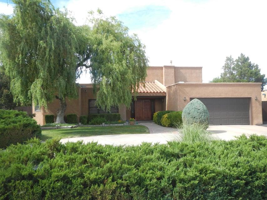 1315 Camino Amparo NW, Albuquerque, NM 87107