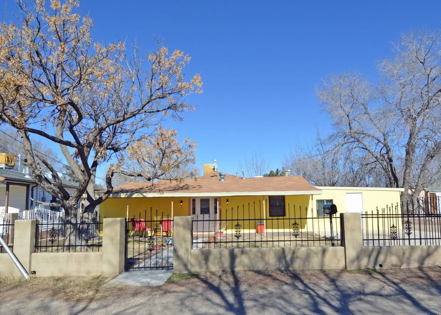 823 Emmason Road SW, Albuquerque, NM 87105