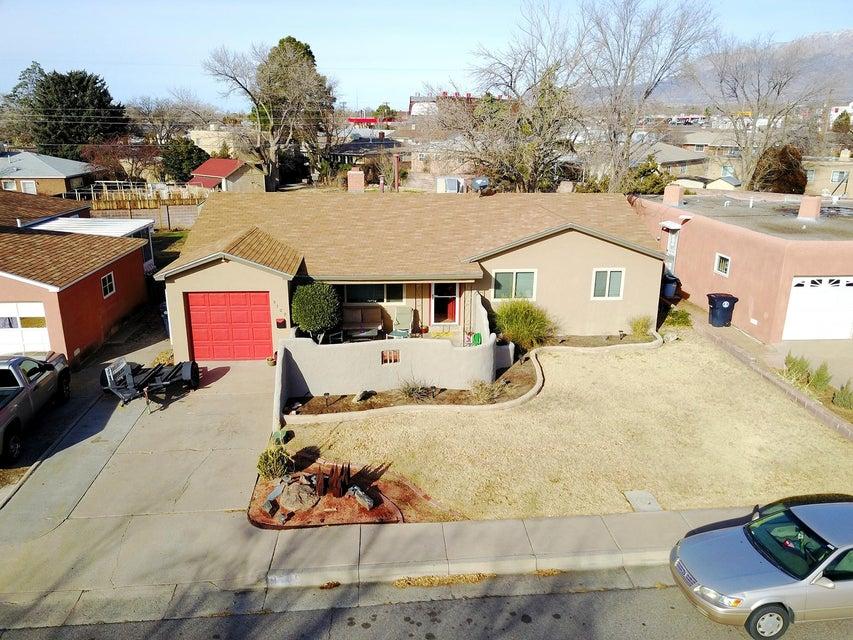 9709 Apache Avenue NE, Albuquerque, NM 87112