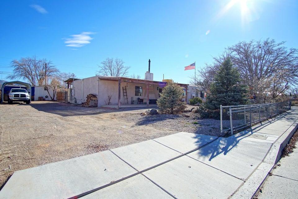 412 Chama NE, Albuquerque, NM 87108