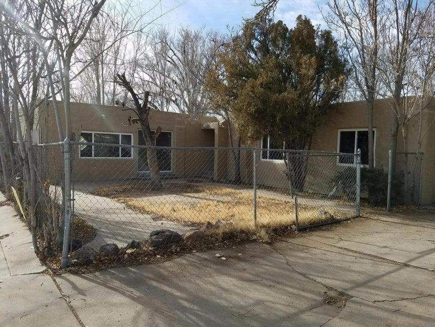 309 La Vega Drive SW, Albuquerque, NM 87105
