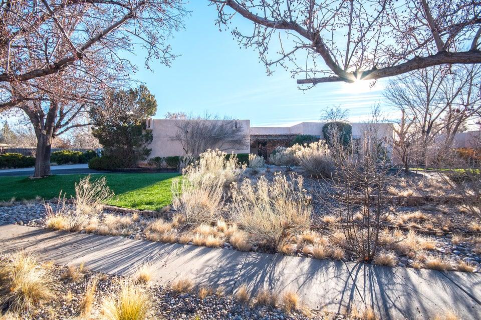 1408 Camino Amparo NW, Albuquerque, NM 87107