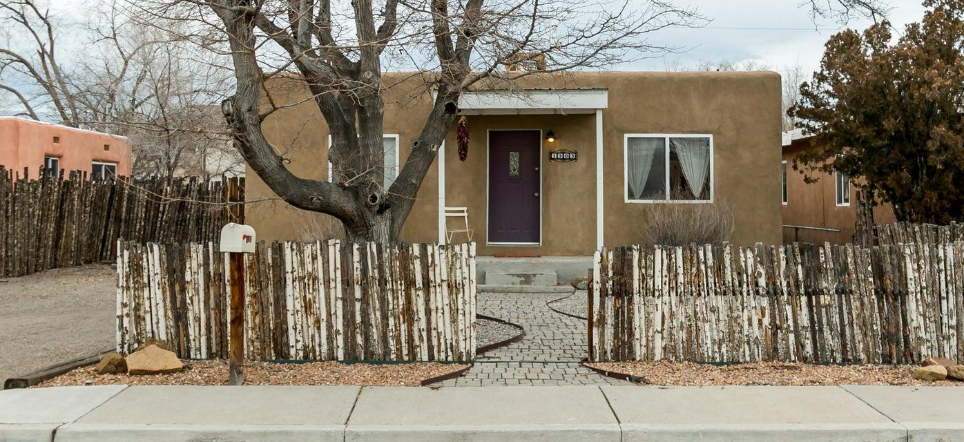 1303 Phoenix Avenue NW, Albuquerque, NM 87107